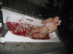 amateur photo Cute Chinese woman in the tub