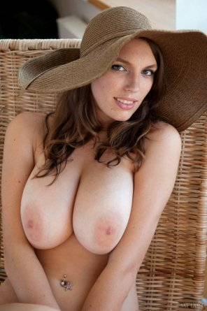 amateur photo Nice hat, even better tits