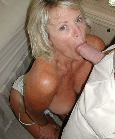 Amateur milf suck dick
