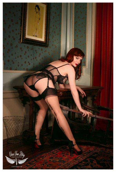 Elegant redhead Porn Photo