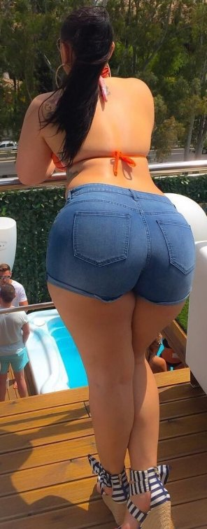 amateur photo hot latina ass