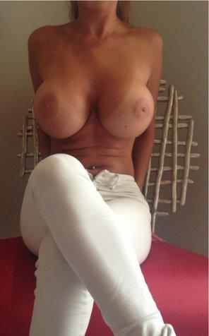amateur photo Unbelievable in white pants
