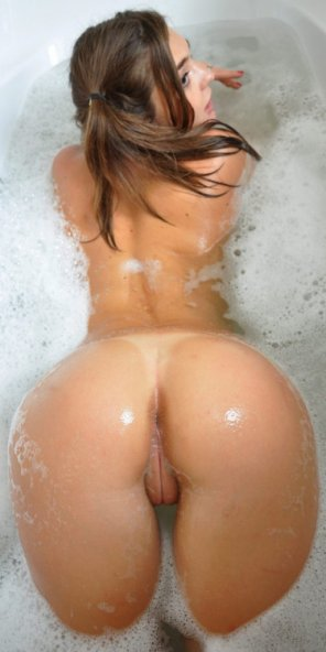 amateur photo Nice Ass in bath