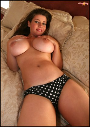 amateur photo Erica Campbell showing her huge tits