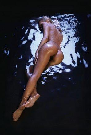 amateur photo Dark water