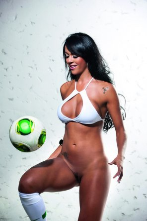 amateur photo Miss BumBum Brazil 2013 — Aline Bernardes [NSFW]