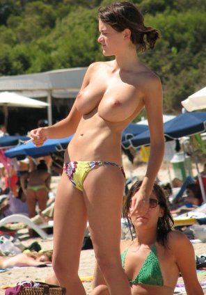 amateur photo Amazing beach boobs