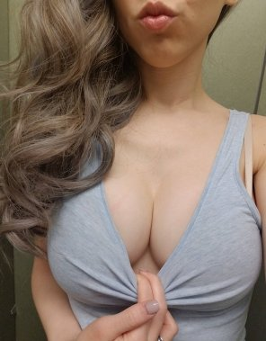 amateur photo Boob sweat = natural lube for titty fucks 😎😎