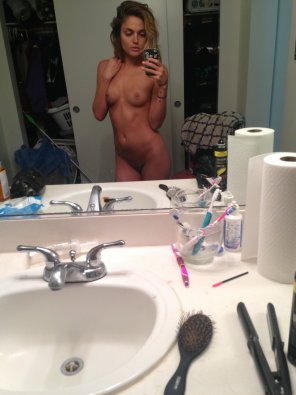 amateur photo Naked hot chick