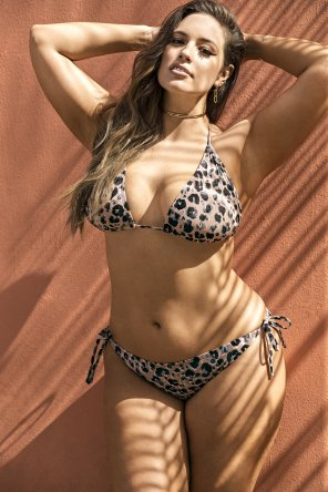 amateur photo Ashley Graham in a leopard print bikini