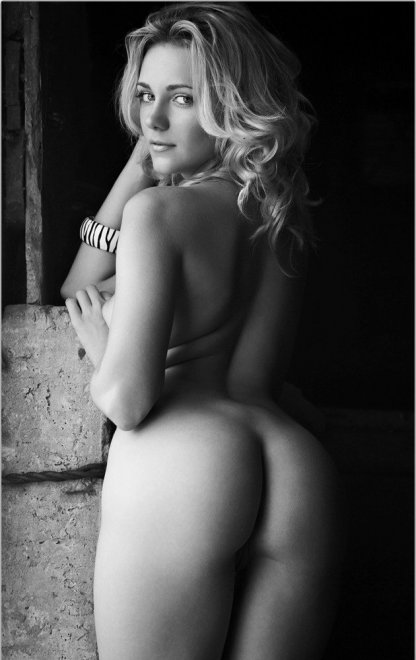 Sexy ass in black and white Porn Photo