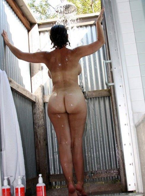 Big butt in an outdoor shower Porn Photo
