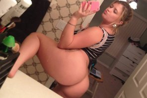 amateur photo Duck lips and a fat ass