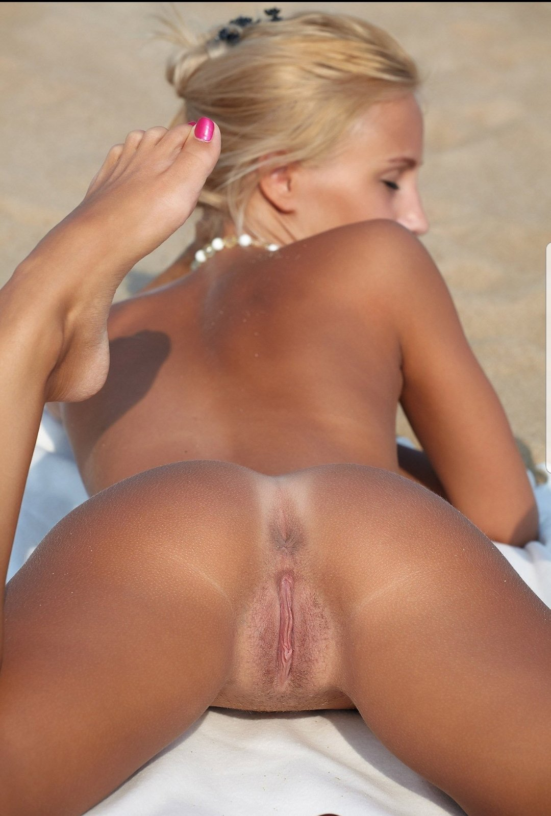 Girls Flash Pussy The Beach