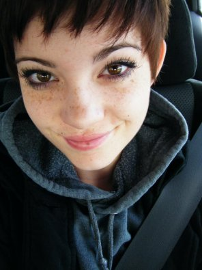 amateur photo Short haired cutie