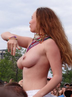 amateur photo Amazing boobs on this concert girl