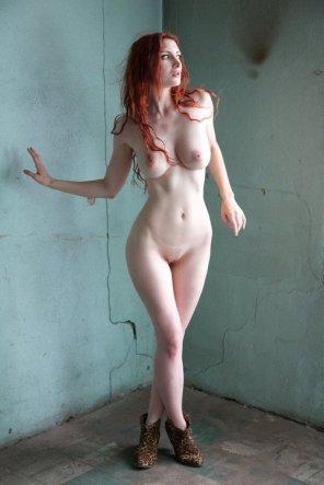 amateur photo Cross-legged beauty