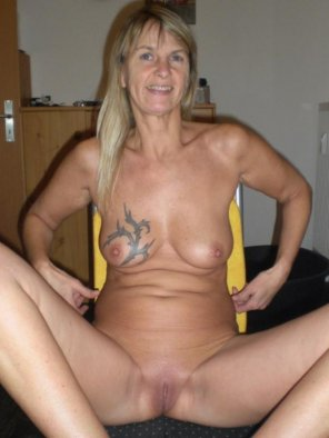 amateur photo Mature woman with a tattooed titty
