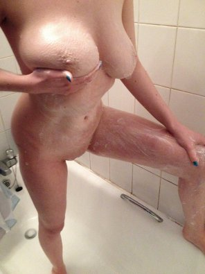 amateur photo Does anyone want to come in the shower?
