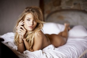 amateur photo Rosie Huntington-Whiteley