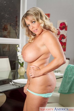 amateur photo Amber Lynn Bach