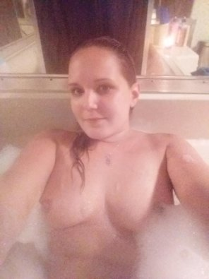 amateur photo PictureBathtub selfie