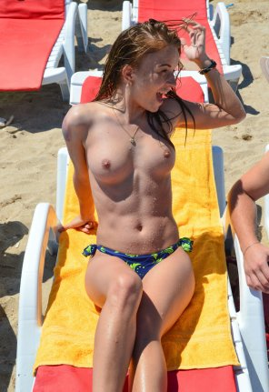 amateur photo Topless on the beach