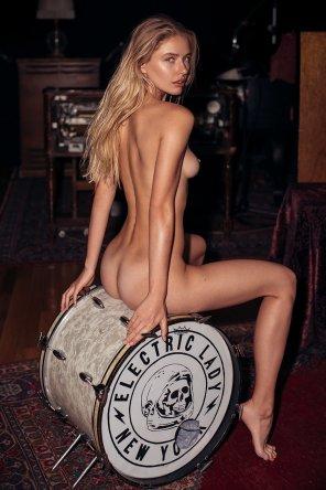 amateur photo Little drummer girl