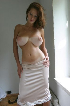amateur photo sensational curves in skirt