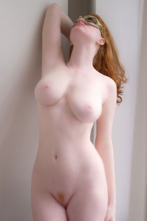 amateur photo Leaning back and showing off