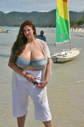 amateur photo Eden Mor absolutely stunning at the beach