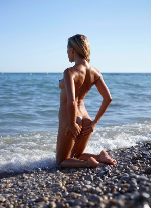 amateur photo Smooth Body on Rocky Shores