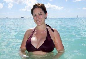 amateur photo Busty girl in bikini