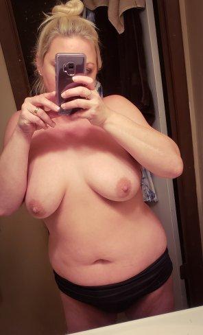 amateur photo Messy bun mirror selfie by popular demand.