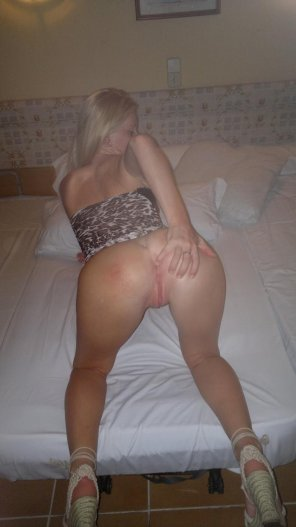 amateur photo Sensational Blonde from behind