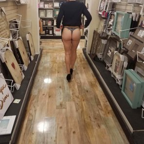 amateur photo Showing off her thong while shopping.....