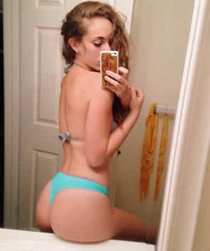 amateur photo PictureButt on the counter