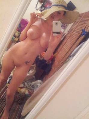 amateur photo Babe Has Big Boobs, Hat