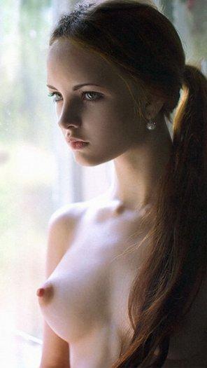 amateur photo Porcelain skin and pearl earrings