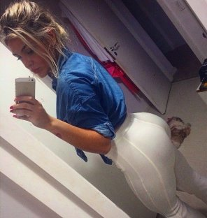 amateur photo Round ass blonde selfie