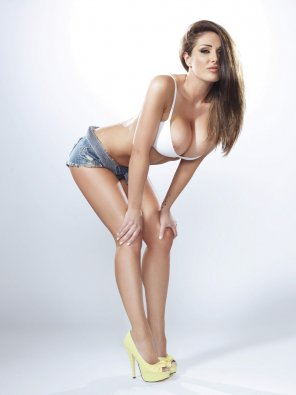 amateur photo Lucy Pinder bursting out