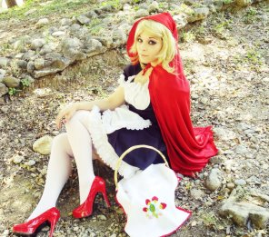 amateur photo Red Riding Hood By NaoDignity