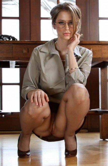 Secretary upskirt Porn Photo