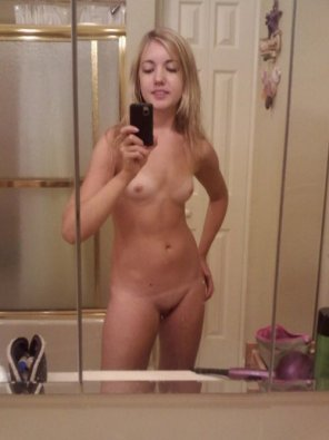 amateur photo Petite Blonde Mirror Selfie