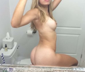 amateur photo Standard issue naked selfie