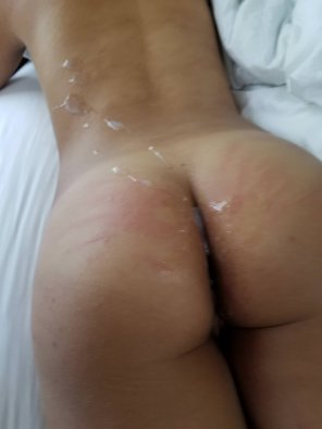 amateur photo Girlfriend with a load on her ass and back