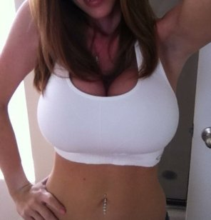 amateur photo White sports bra