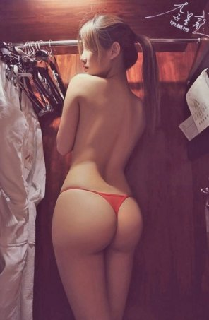 amateur photo Getting dressed
