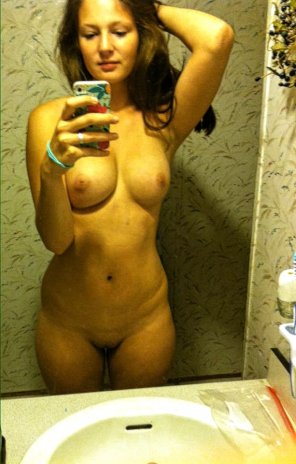 amateur photo No clothes and no bush