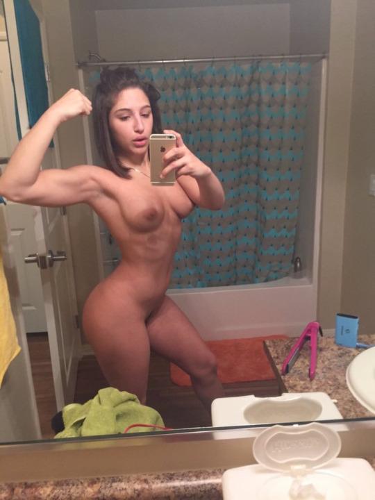 nude-girls-selfies-in-gym